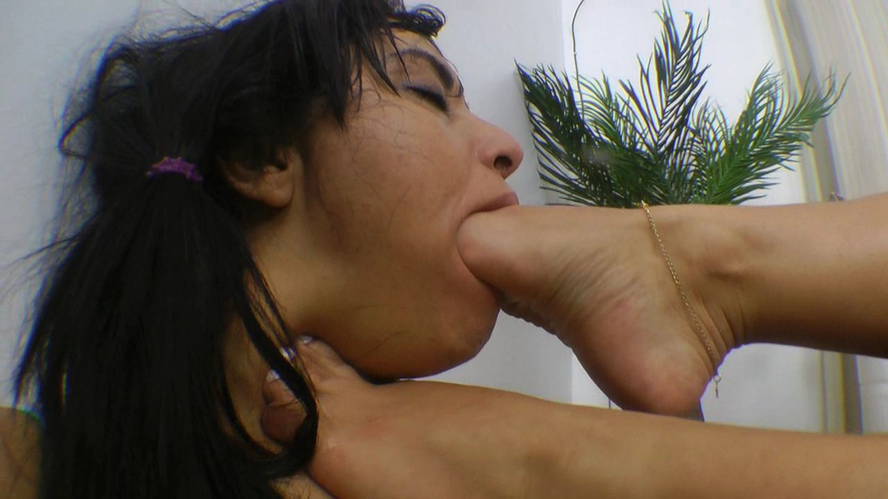 MFDF-0041-SARINHA´S FIRST DEEP FEET SUBMISSION.