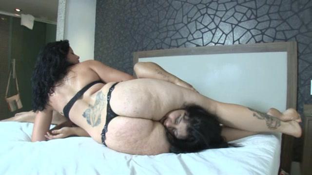 Michele Santos Thick Legs Scissohold To Milf Slave